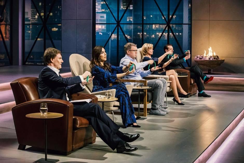 """Carsten Maschmeyer, Judith Williams, Frank Thelen, Dagmar Wöhrl und Ralf Dümmel sind die Jury in der 5. Staffel von """"Die Höhle der Löwen"""" auf VOX."""
