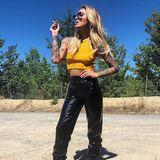 Laut Instagram-Post hatte Sophia Thomalla in dieser Latexhose kombiniert mit bauchfreiem Top bei 40 Grad ihre erste Nahtoderfahrung. Stylisch sieht's trotzdem aus.