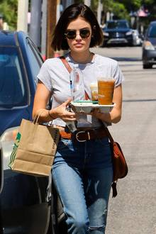 Lucy Hale liebt ihren Kaffee