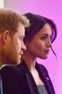4. September 2018  Prinz Harry und Herzogin Meghan besuchen die WellChild Awards 2018 in London. Gespannt lauschen sie den Vorträgen der Organisation.