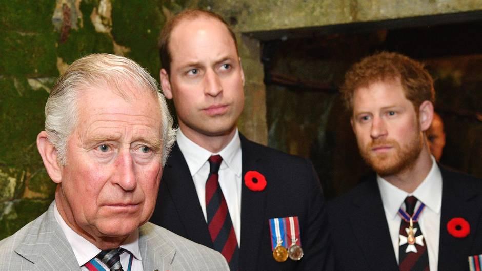 Prinz Charles gemeinsam mit seinen Söhnen Prinz WIlliam und Prinz Harry