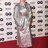 GQ Men of the Year Awards 2018: Auweia, Rose McGowans Look ist wirklich gewöhnungsbedürftig. Zum Silbermantel, der knitterig aussieht, schlüpft sie in Lack-Stiefeletten, die komisch hautfarben sind.