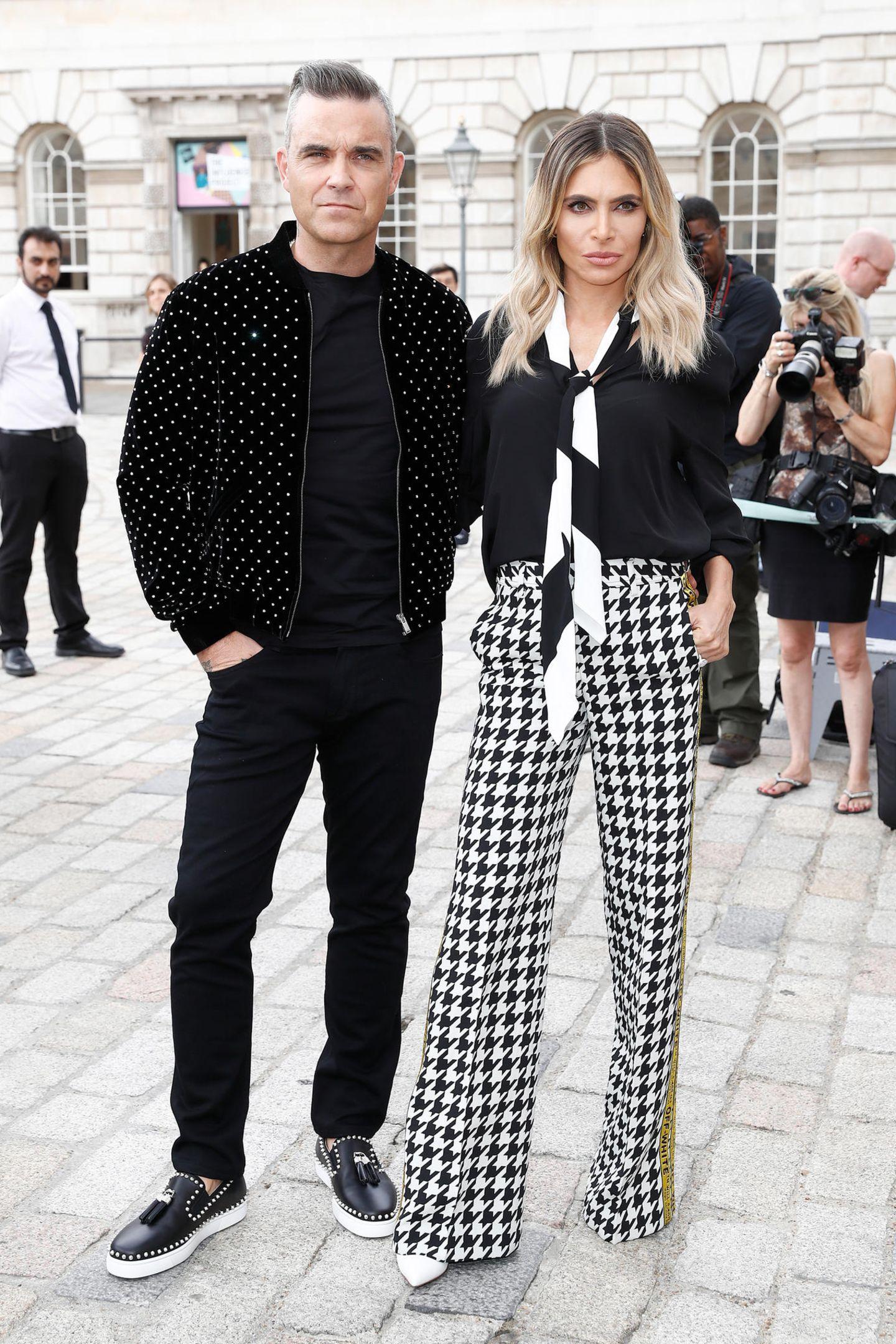 """17. Juli 2018  Stylischer Auftritt von Robbie Williams und Ayda Field beim ersten Fotoshooting für die Castingshow """"X Factor."""" Das Pärchen sitzt bei der beliebten Show in der Jury."""