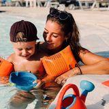 6. September 2018  Sarah Lombardi und Söhnchen Alessio genießen die Sonne im schönen Griechenland. Im Pool können die beiden so richtig relaxen.