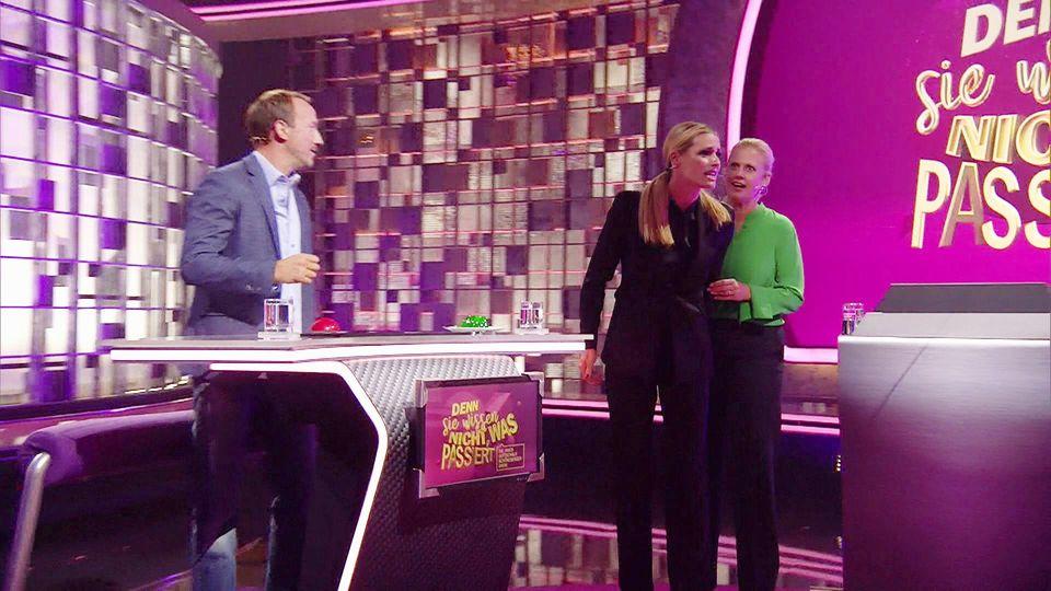 """Michelle Hunziker und Barbara Schöneberger in der Sendung """"Denn sie wissen nicht, was passiert""""."""