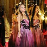 Prinzessin tritt Addams Family: Zumindest das Haarstyling hätte Paris Hilton noch einmal überdenken können.