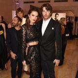 Ihr offizielles Paar-Debüt mit ihrem neuen Freund Nicolo Oddi zelebriert Alessandra Ambrosio im sexy Spitzen-Look.