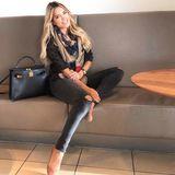 Wenn Sylvie Meis beruflich unterwegs ist, liebt sie den Casual Look. Da mag siebequemeJeans und einkuscheligesTuch.
