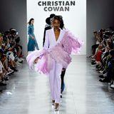 So extravagant wie X-Tinas Outfit sind auch die Looks, die auf dem Laufsteg präsentiert werden.