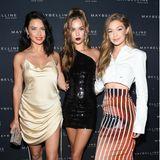 Maybelline hat an Tag 3 zur abendlichen Party geladen. Das lockt Models wie Adriana Lima, Taylor Hill und Gigi Hadid an, die als Trio perfekt zusammen posen.