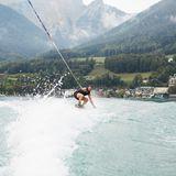 Am Nachmittag war Seezeit! Die Buddies konnten Wasserski fahren, sich beim Stand-Up-Paddling verausgaben und Bootstouren machen. Hier ist Manuel Cortez in Action.