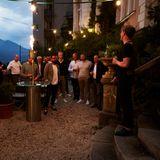 Herzlich willkommen!Gastgeber Frank Vogel von G+J begrüßt die Buddiesim Schlossgarten natürlich auch noch ganz offiziell.