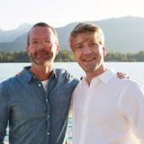 Marcus Luft (GALA & JWD) posiertmit Gastgeber Frank Vogel (G+J) vor der traumhaften Kulisse am Wolfgangsee.