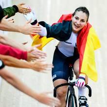 """Schock in der Sportwelt: Radsportlerin Kristina Vogel ist nach einem Trainingsunfall im Juni querschnittsgelähmt und sitzt von nun am im Rollstuhl. Im """"Spiegel""""-Interview spricht die Olympiasiegerin erstmals über denfolgenschweren Unfall bei dem ihr Rückenmark am Brustwirbel durchtrennt wurde: """"Egal, wie man es verpackt, ich kann nicht mehr laufen. Und das lässt sich nicht mehr ändern. Aber was soll ich machen? Ich bin der Meinung, je schneller man eine neue Situation akzeptiert, desto besser kommt man damit klar.""""Hut ab für diesen Kämpfergeist."""