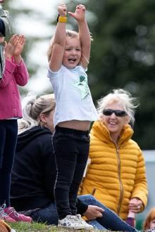 9. September 2018  Am nächsten Tag sieht die Welt aber schon wieder ganz anders aus: Freudestrahlend bejubelt Mia Tindall ihre Mama Zara Phillips, die wie am Vortag bei dem Reitturnier inGloucestershire teilnimmt.