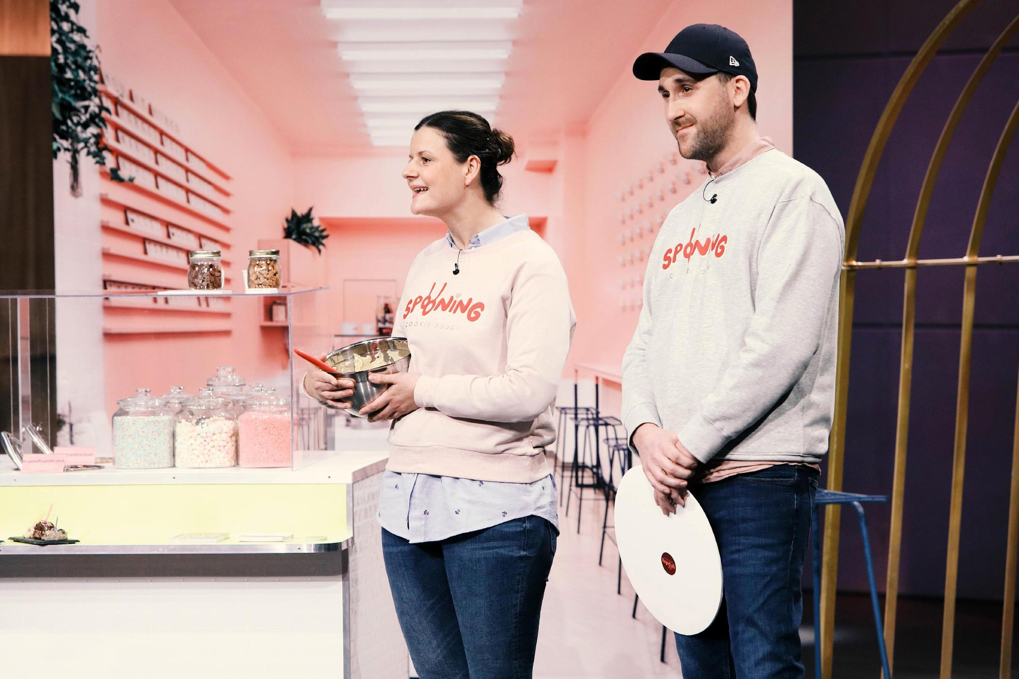 """Diana Hildenbrand und Constantin Feistkorn präsentieren """"Spooning Cookie Dough"""" bei """"Die Höhle der Löwen"""""""