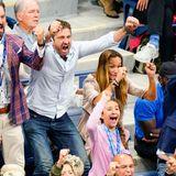 Beim US Open Tennisturnier ist Gerard Butler völlig aus dem Häuschen. Der Schauspieler sitzt mit seiner Freundin Morgan Brown ist Publikum und freut sich gigantisch über den Sieg vonNovak Djokovic.
