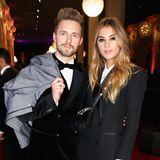 """Couple-Style: Stefanie Giesinger und ihr Boyfriend Marcus Butler posieren bei der Verleihung der """"GQ Men Of The Year Awards"""" in Berlin beide im Smoking."""