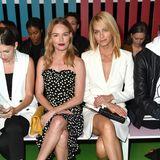 ...sitzen auch noch die beiden Schönheiten Kate Bosworth und Amber Valletta.