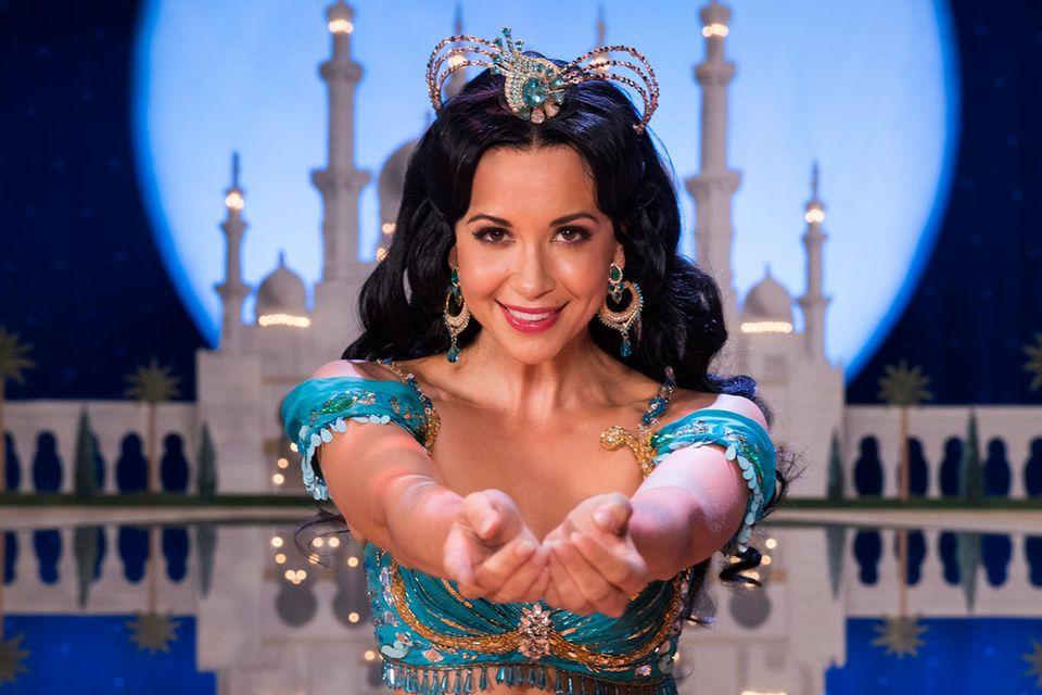 Die Sängerin Mandy Grace Capristo übernimmt ab dem 21. September für 20 Vorstellungen von Myrthes Monteiro die Rolle der Prinzessin Jasmin im Disney- Musical Aladdin im Theater Neue Flora in Hamburg.