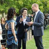 10. September 2018  Bei einer Veranstaltung in London trifft Prinz William auf den legendären Rolling Stones Gitarristen Ronnie Wood und seine Gattin Sally. Vergnügt plaudert der Prinz mit dem Rolling Stone.