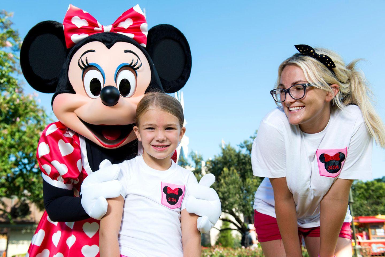 Jamie Lynn Spears  Britney Spears' Schwester Jamie Lynn bringtim Juni 2008 eine kleine Tochter auf die Welt. Zu dem Zeitpunkt ist sie gerade einmal 17 Jahre alt.