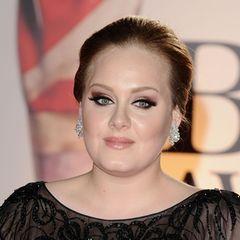 Adele  Sängerin Adele bringt im Oktober 2012 im Alter von 24 ihren ersten Sohn zur Welt. Vater des Kindes ist der wohlhabende Geschäftsmann Simon Konecki.