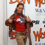 Solange Knowles  Beyonces kleine Schwester Solange Knowles heiratet mit gerade einmal 16 Jahren ihren damaligen Freund Daniel Smith. Bei der Geburt ihres Sohnes ist die Sängerin 17 Jahre alt.