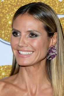 Das absolute Highlight des Looks sind jedoch Heidis Ohrringe. Sie sind gigantisch groß, ziemlich extravagant und stammen vom Luxus-Juwelier Lorraine Schwartz.