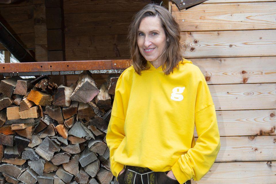 """Annette Weber (glam-o-meter.com) in ihrer selbst entworfenenLederhose für das Trachtenmoden-Label """"Angermaier""""."""