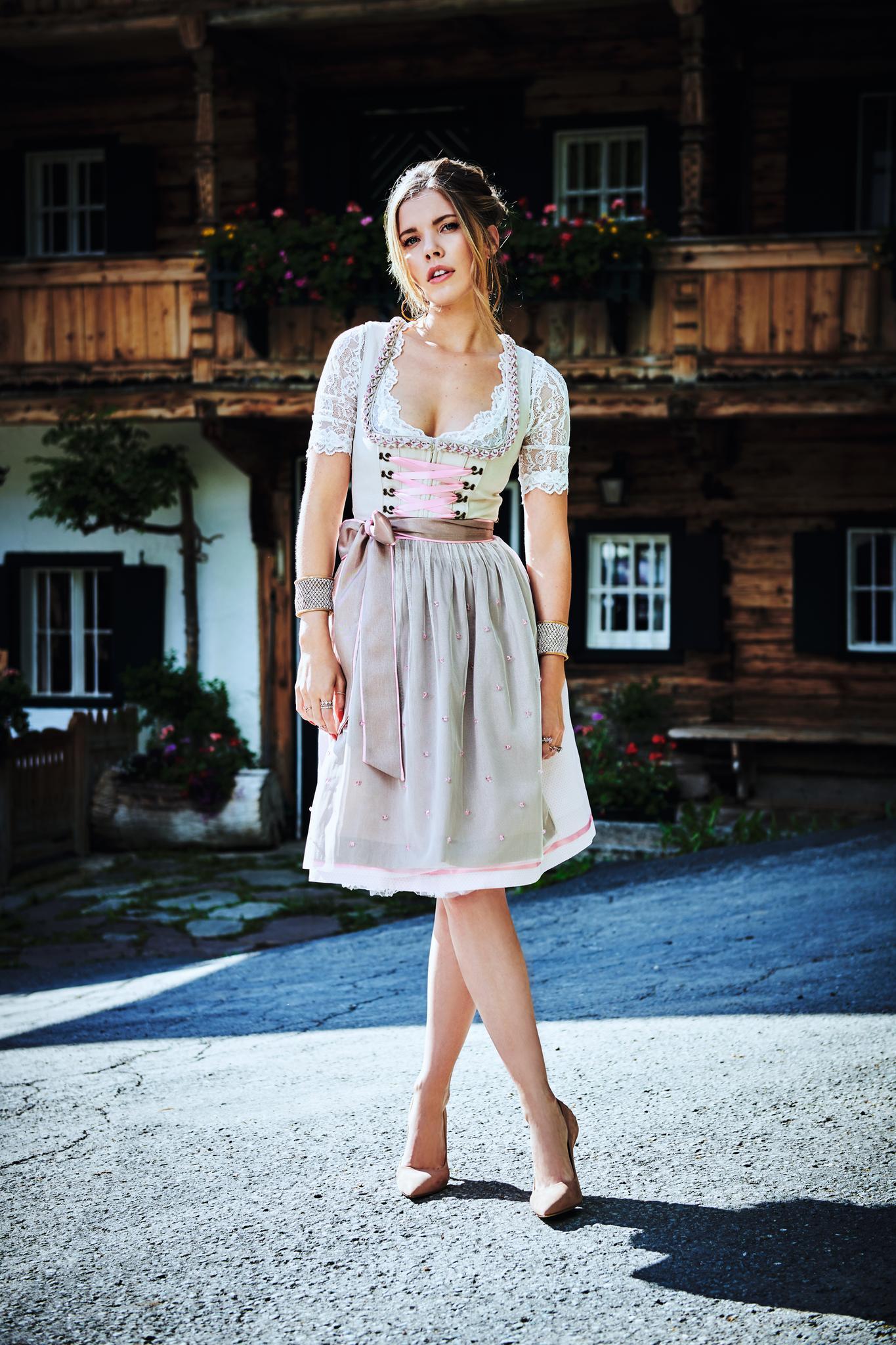 """Schmuck-Erbin Victoria Swarovski hat bereits ihre zweite eigene Trachtenkollektion für das Trachtenmoden-Label""""Krüger"""" entworfen."""