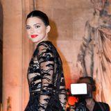 Bei den Feierlichkeiten zum 70. Jubiläum des französischen Kult-Labels Longchamp in Paris zog Kendall Jenner in diesem transparenten Abendkleid nicht ohne Grund alle Blicke auf sich ...