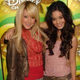 """Durch """"High School Musical"""" werden Ashley Tisdale und Vanessa Hudgens in 2006 weltweit berühmt. Ihr Look: mädchenhaft. Sie sind halt wahre Disney-Stars."""