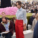 """Victoria Beckham wird heute vielleicht noch Posh genannt, mit """"Posh Spice"""" hat sie aber gar nichts mehr zu tun. Die crazy Looks hat sie durch einen minimalistischen Stil ersetzt und ihr eigenes Label gegründet. Sie steht heute für schlichte Eleganz."""