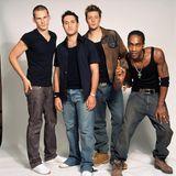 """Boybands sind ja das Ding der 2000er-Jahre. So auch """"Blue"""" mit Lee, Antony, Duncan und Simon. Die vier tragen damals - wie es sich für eine """"Jungsgruppe"""" gehört - den Einheitslook. Alles passt zusammen."""