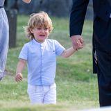 Eine Hochzeit ist ja eigentlich ein freudiger Anlass. Für den kleinen Prinzen Nicolas jedoch nicht. An der Hand von PapaChristopher O'Neill kann der Kleine die dickenKrokodilstränen kaum halten.