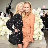 Wow, was für ein Duo!Christie Brinkley (links) und ihre Tochter Sailor erscheinen gemeinsam zur Zimmermann-Show. Die beiden könnten glatt als Schwestern durchgehen!