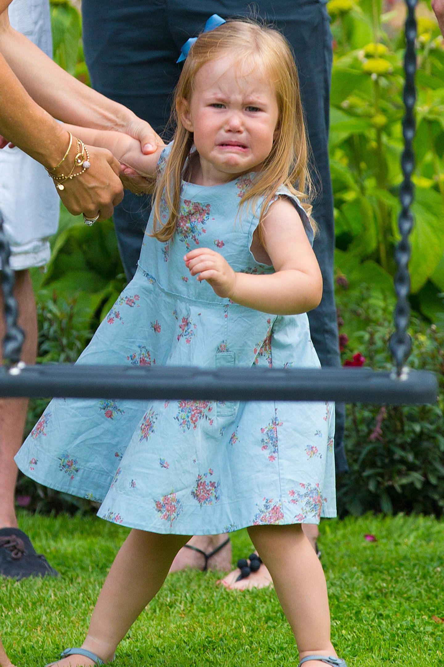 Oh, oh, da ist aber einer ganz schön wütend. Prinzessin Josephine kann ihre Wut bei einem Fototermin auf Schloß Graasten kaum bändigen.