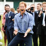 Prinz Harry legt ein kleines Freudentänzchen hin.