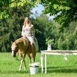 Pferde-Fan Alicia kommt standesgemäß zur Hochzeit: Natürlich auf ihrem geliebten Taifun!
