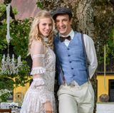 Happyend am Fürstenhof! Alicia Lindbergh (Larissa Marolt) und Viktor Saalfeld (Sebastian Fischer) feiern nach allerlei(Liebes-)Irrungen und Wirrungen endlich Traumhochzeit.