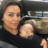 Eva Longoria und Baby-Sohn Santiago sind auf dem Weg nach Australien. Das Selfie aus dem Flugzeug postete die stolze Mama auf ihrem Instagram-Account. Nicht nur für diesenLangstreckenflug verzichtet die Schauspielerin komplett auf ein aufwendiges Make-up ...