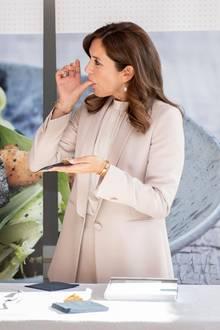 13. September 2018  Yummie! Prinzessin Mary kostet bei einer finnischen Kochshow zubereitete Köstlichkeiten.