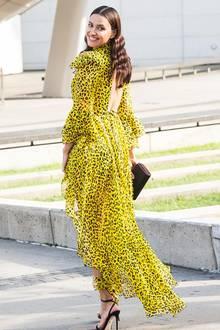 Leo funktioniert nicht nur in Brauntönen - das beweist Irina Shayk mit diesem Wow-Auftritt bei den CFDA Awards. Sie trägt ein fließendes Kleid in Gelbtönen von Diane von Furstenberg.
