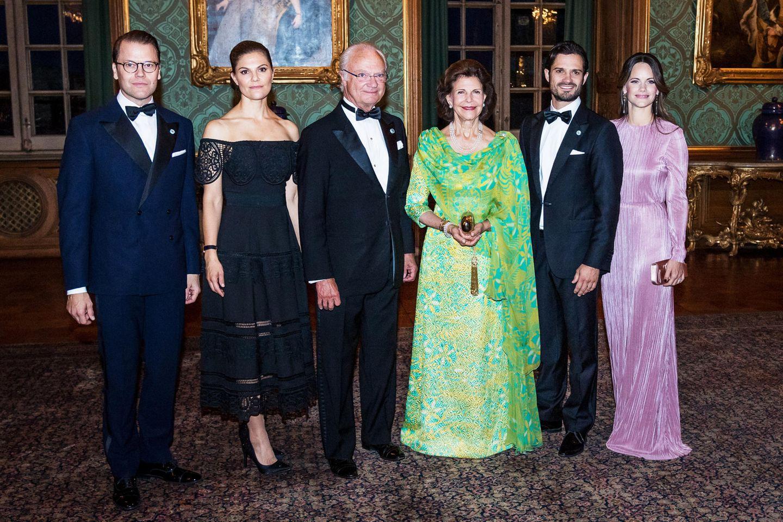 """Schwedische Königsfamilie: 14. September 2018 Die schwedische Königsfamilie lädt 200 Gäste zum traditionellen """"Schwedendinner"""" ins Schloss in Stockholm. Das Dinner findet zu Ehren von König Carl Gustaf statt, der am 15. September sein 45. Thronjubiläum feiert."""