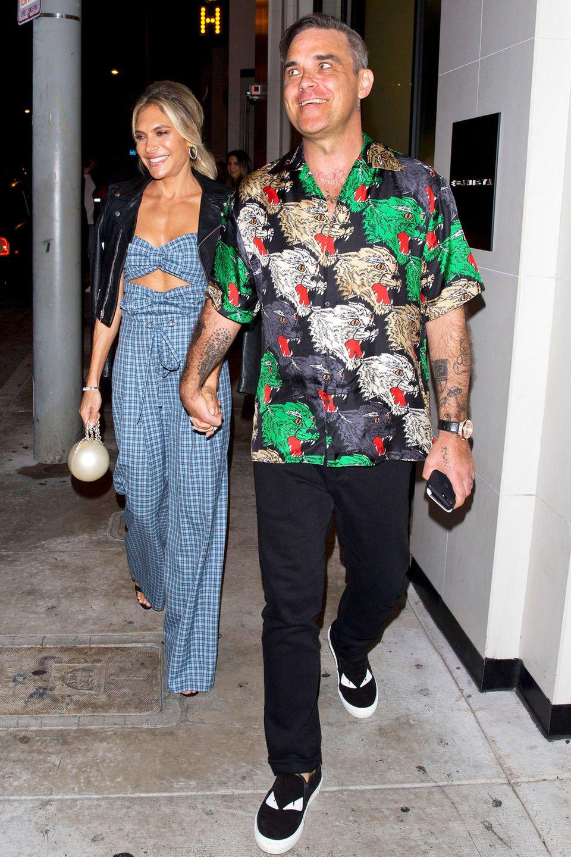 14. September 2018  Date Night: Hand in Hand verlassen Ayda Field und Robbie Williams ein Restaurant in Los Angeles, in dem sie sich mit Petra Ecclestone und Sam Palmer zum gemeinsamen Dinner getroffen haben.