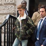 Volle familiäre Unterstützung: Romeo Beckham nach der Fashion-Show seiner Mutter