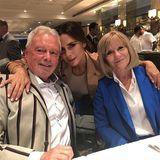 17. September 2018  Es geht doch nichts über die geliebte Familie: Victoria Beckham schnappt sich ihre Eltern Anthony und Jackie Adams für einen liebevollen Schnappschuss.