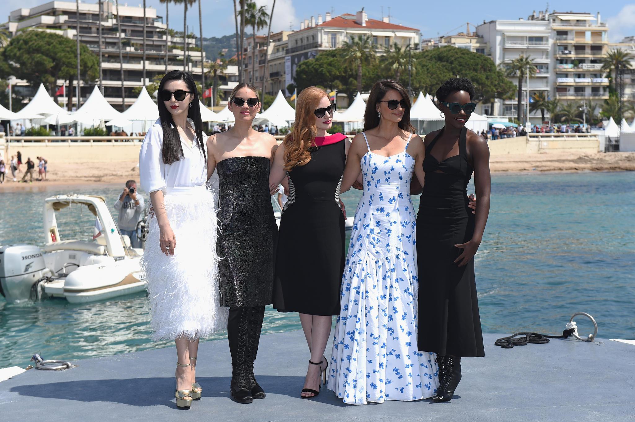 Fan Bingbing mit ihren SchauspielkollegenMarion Cotillard, Jessica Chastain, Penelope Cruz and Lupita Nyong'o bei den 71. Filmfestspielen in Cannes im Mai 2018