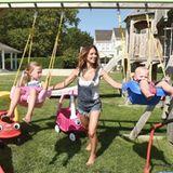 21. August 2018  Power-Mama Hilaria Baldwin bespaßt ihre Kids unter strahlendem Sonnenschein.